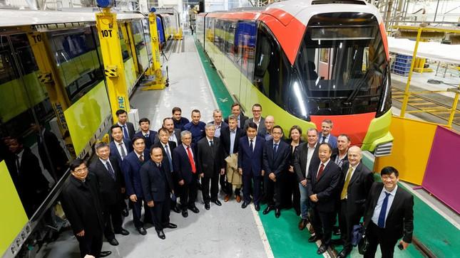 Hình ảnh tàu tuyến metro Nhổn - Ga Hà Nội đang lắp ráp tại Pháp ảnh 1