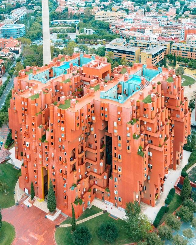 Thiết kế lạ mắt của tòa nhà sống ảo nổi tiếng châu Âu ảnh 2