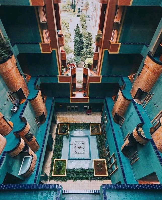 Thiết kế lạ mắt của tòa nhà sống ảo nổi tiếng châu Âu ảnh 3