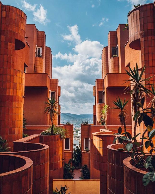 Thiết kế lạ mắt của tòa nhà sống ảo nổi tiếng châu Âu ảnh 4