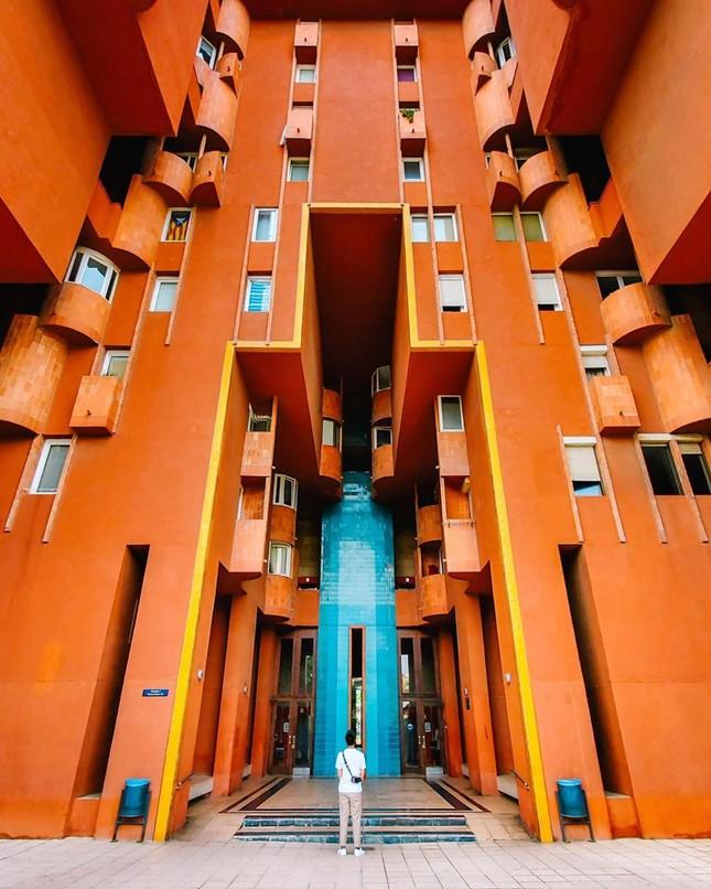 Thiết kế lạ mắt của tòa nhà sống ảo nổi tiếng châu Âu ảnh 5