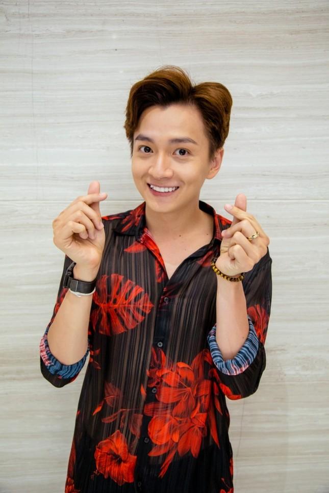 Cùng lúc ra mắt 4 sản phẩm online, Thu Trang - Tiến Luật mời Sam - Ngô Kiến Huy tham gia ảnh 4