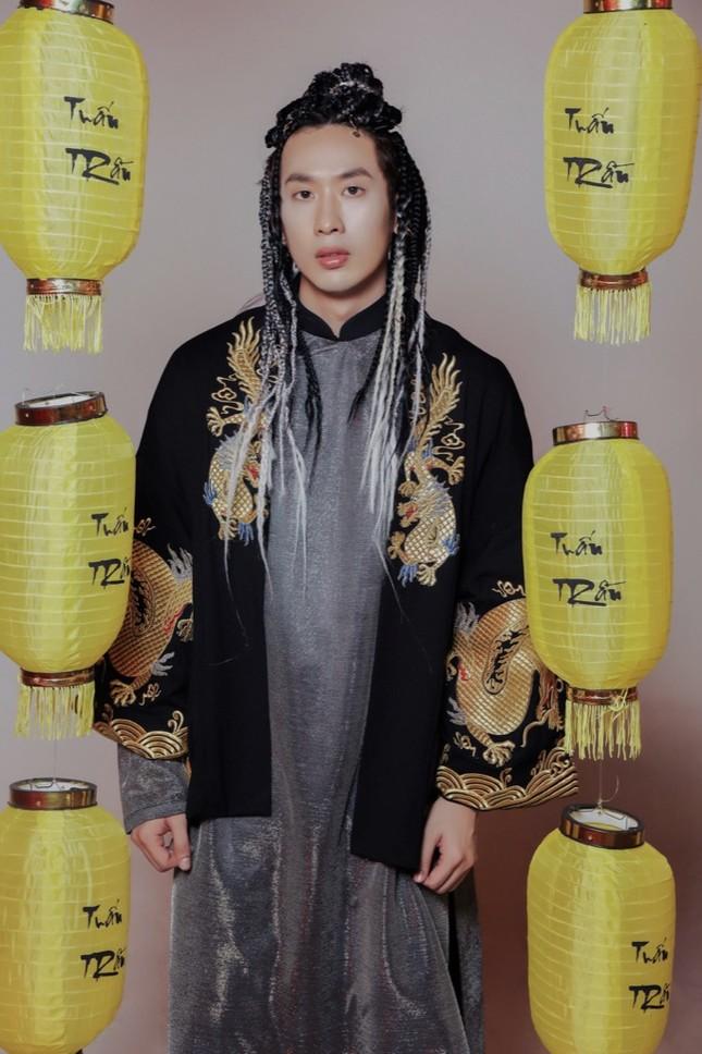 Soi loạt trang phục cổ trang ấn tượng của Tuấn Trần trong MV âm nhạc mới ảnh 5