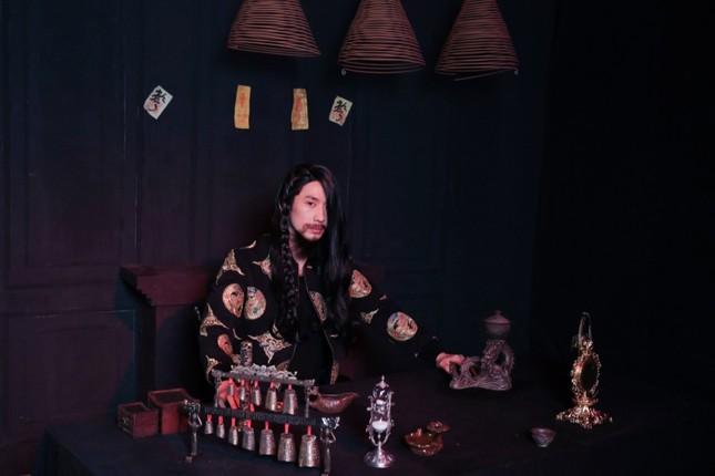 Soi loạt trang phục cổ trang ấn tượng của Tuấn Trần trong MV âm nhạc mới ảnh 2