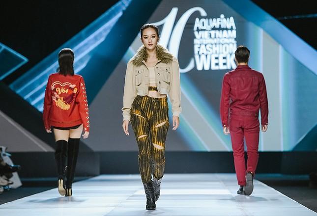 H'Hen Niê cưỡi ngựa, Lãnh Thanh khuấy động sàn diễn Vietnam International Fashion Week Fall/Winter 2019 ảnh 9
