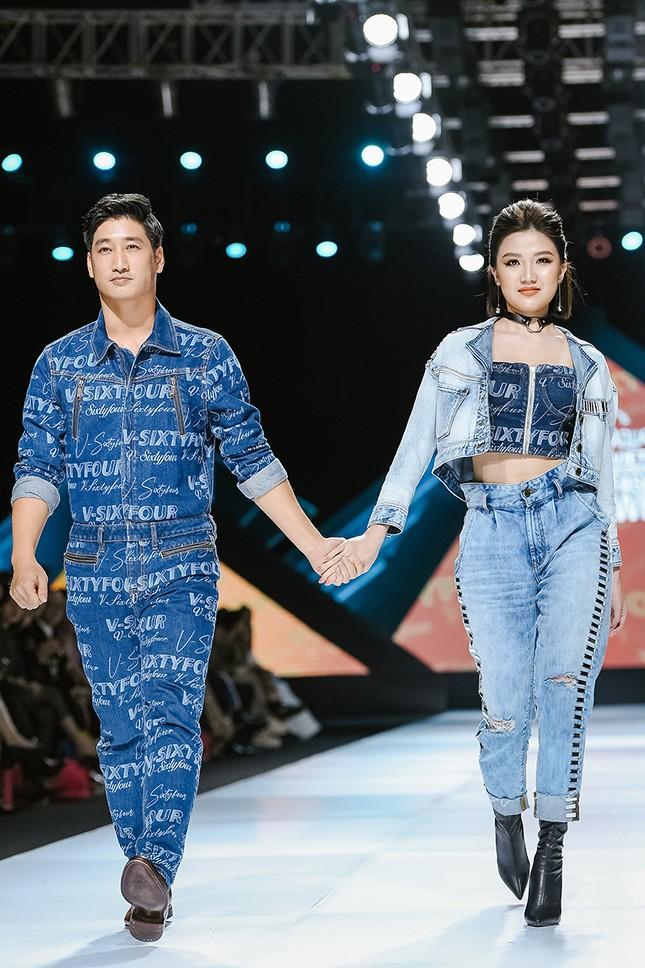 H'Hen Niê cưỡi ngựa, Lãnh Thanh khuấy động sàn diễn Vietnam International Fashion Week Fall/Winter 2019 ảnh 6