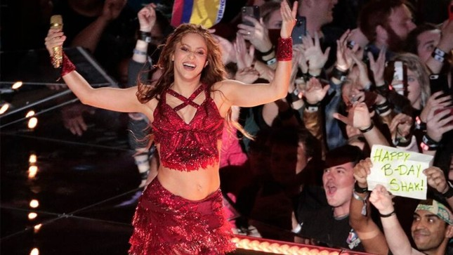 """Chứng minh đẳng cấp """"chị đại"""", Shakira & Jennifer Lopez khiến """"Super Bowl"""" vĩ đại trở lại! ảnh 1"""