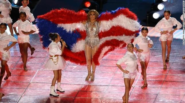 """Chứng minh đẳng cấp """"chị đại"""", Shakira & Jennifer Lopez khiến """"Super Bowl"""" vĩ đại trở lại! ảnh 2"""