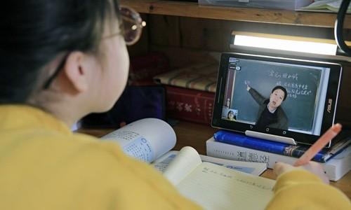 Trung Quốc giữa dịch corona: Học hành, mai mối, kết hôn đều online ảnh 1