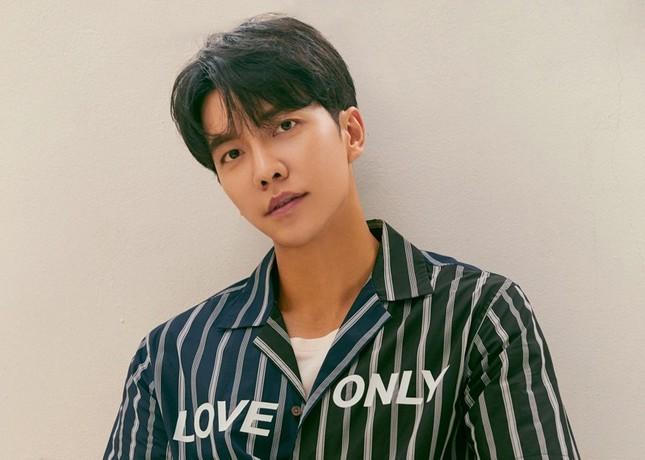 Vì sao khi virus corona bùng phát, fan K-Pop lại nháo nhào tìm kiếm Lee Seung Gi? ảnh 2