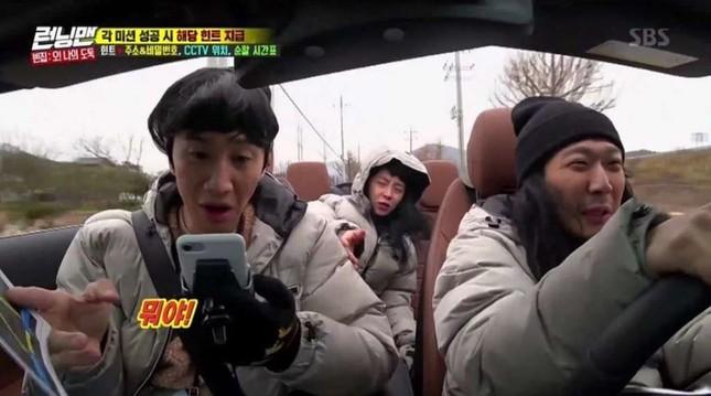 Fan không thể nhịn cười xen ngưỡng mộ trước màn hình điện thoại của Song Ji Hyo ảnh 2