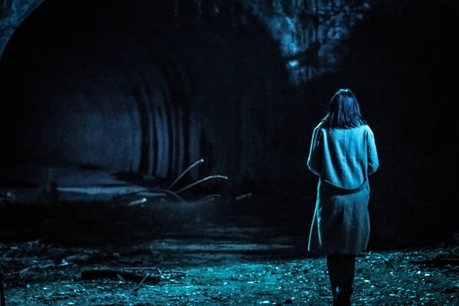 """Phim điện ảnh """"Ngôi làng tử khí"""" bật mí cái kết khủng khiếp cho những ai lén đột nhập ảnh 3"""