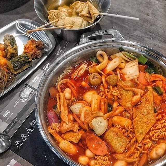 Trời lạnh mà muốn giải ngán sau Tết thì đi ăn ngay lẩu tokbokki cay nóng xứ Hàn này ảnh 1