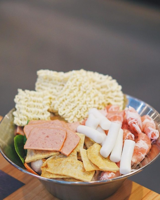 Trời lạnh mà muốn giải ngán sau Tết thì đi ăn ngay lẩu tokbokki cay nóng xứ Hàn này ảnh 2