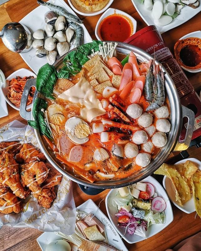 Trời lạnh mà muốn giải ngán sau Tết thì đi ăn ngay lẩu tokbokki cay nóng xứ Hàn này ảnh 7