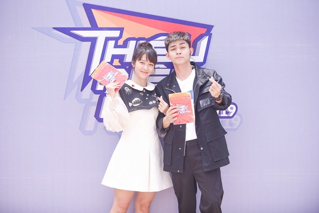 """Jun Phạm, Khả Ngân, Gil Lê cùng học sinh """"đại náo"""" chương trình """"Thiếu niên nói"""" ảnh 2"""
