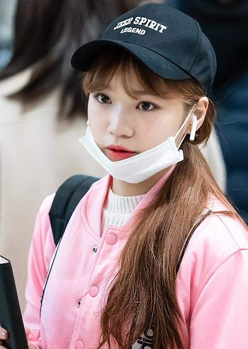 Lớp trang điểm là thứ không thể thiếu với Chae Won (IZONE) kể cả khi cô nàng đeo khẩu trang.