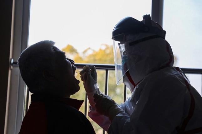 Vũ Hán rà soát từng nhà, quyết không bỏ sót người nhiễm virus corona ảnh 11