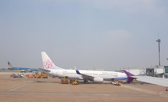Chuyến bay về từ vùng dịch, tìm được 13 hành khách đang ở TP.HCM ảnh 1