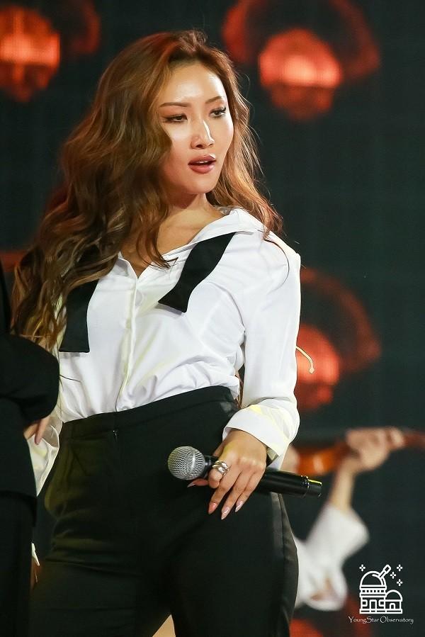 Bên cạnh các thánh hack tuổi, K-Pop còn không ít idol nhìn tưởng già hóa ra lại trẻ ảnh 3