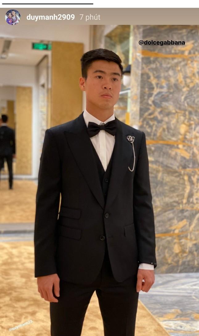 Bóc giá trang phục cưới toàn đồ hiệu xịn xò của Duy Mạnh - Quỳnh Anh ảnh 7