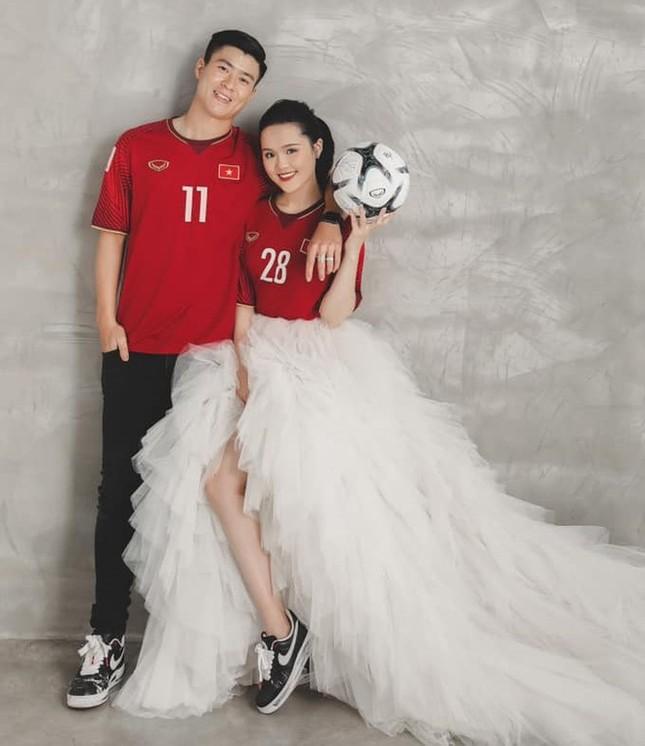 Bóc giá trang phục cưới toàn đồ hiệu xịn xò của Duy Mạnh - Quỳnh Anh ảnh 9