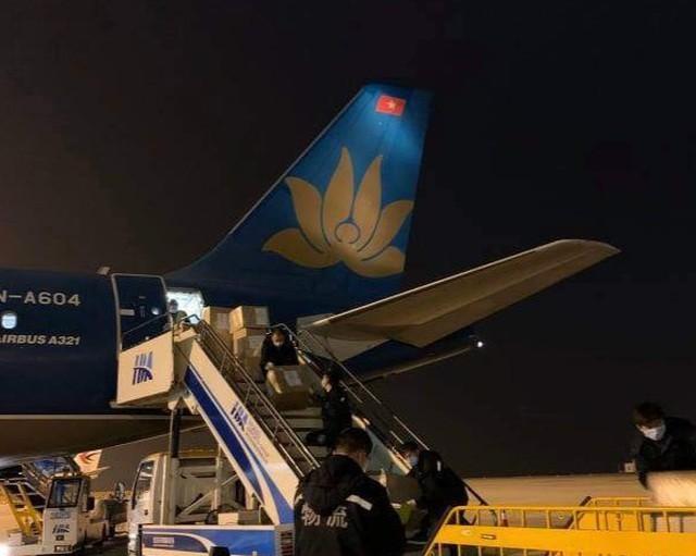 Hình ảnh đầu tiên của 29 người Việt vừa trở về từ Vũ Hán ảnh 7
