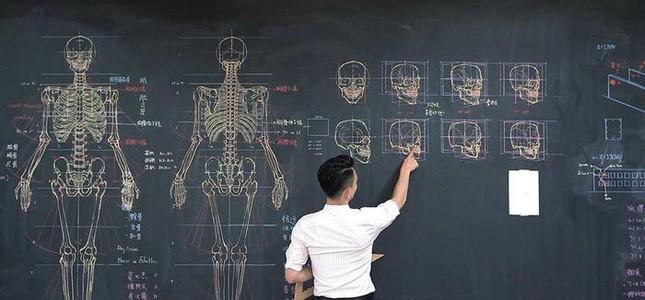 """Thầy giáo """"soái ca"""" hút hồn sinh viên nhờ khả năng vẽ bằng phấn bảng cực đỉnh ảnh 8"""