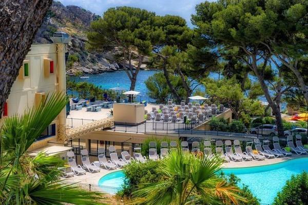 """Khu cách ly dịch corona có bể bơi, quán cafe như """"thiên đường nghỉ dưỡng"""" ở Pháp ảnh 2"""