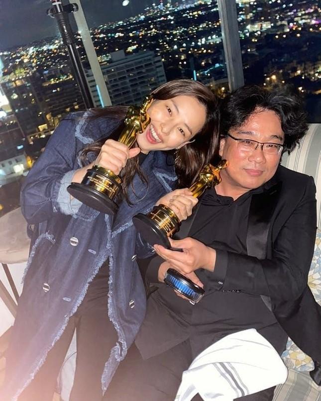 """Gong Hyo Jin, Honey Lee bị """"ném đá"""" vì xuất hiện trong bữa tiệc mừng của phim """"Parasite""""  ảnh 4"""