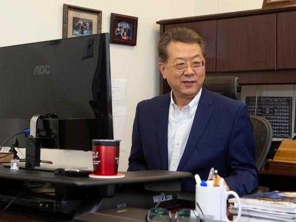Chong Ahn – giáo sư chuyên nghiên cứu của khoa Kỹ thuật và Khoa học Ứng dụng, Đại học Cincinnati.