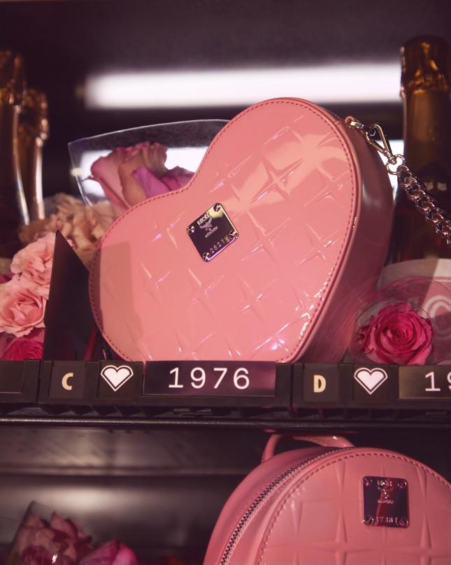 """Các cô nàng """"bánh bèo"""" sẽ """"xiêu lòng"""" với bộ sưu tập MCM đặc biệt dành cho mùa Valentine 2020 ảnh 1"""