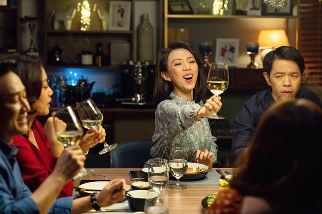 """Ca khúc hit """"Thật Bất Ngờ"""" của Trúc Nhân xuất hiện trong teaser của """"Tiệc Trăng Máu"""" ảnh 5"""