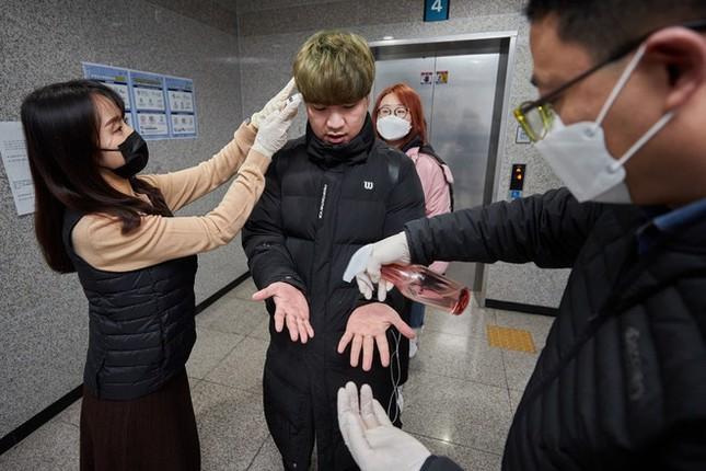 Bị ký túc xá Hàn Quốc buộc cách ly, nhiều sinh viên TQ không có chỗ ở ảnh 2