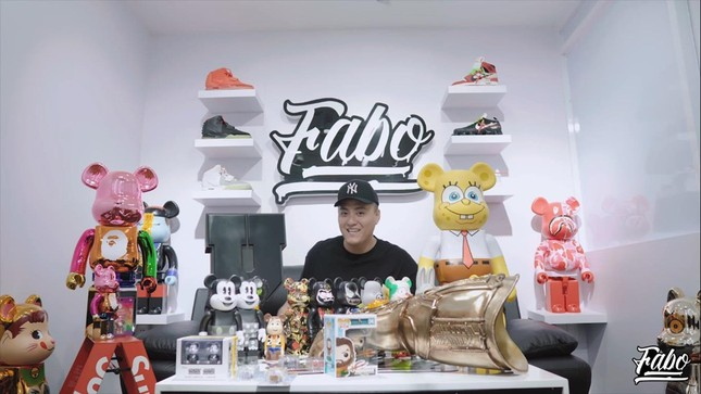 """Những điều đặc biệt nhất trong tủ đồ của """"chàng trai 200 đôi sneaker"""" Fabo Nguyễn ảnh 4"""