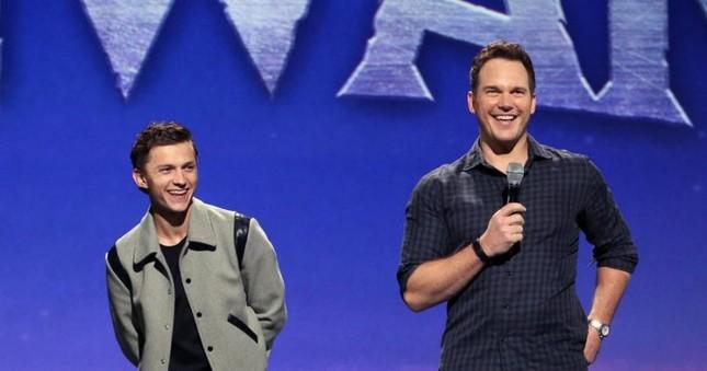 """Sau """"Avengers: Endgame"""", Tom Holland hội ngộ thành viên nhóm Avengers trong phim mới ảnh 2"""