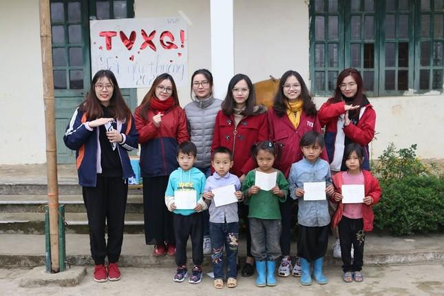 """Cộng đồng V-Cassiopeia mang """"Thư viện TVXQ"""" thứ tư đến với các em nhỏ vùng cao ảnh 8"""