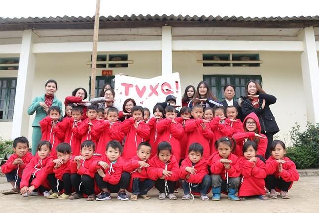 """Cộng đồng V-Cassiopeia mang """"Thư viện TVXQ"""" thứ tư đến với các em nhỏ vùng cao ảnh 9"""