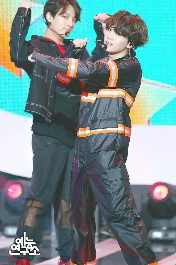 """Hóa ra Jungkook (BTS) cũng là thành viên trong hội """"vỡ mộng vì mua hàng online"""" ảnh 7"""