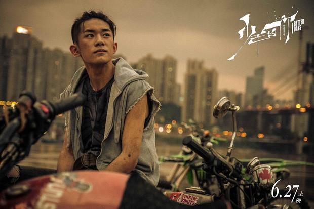 Ngay vai diễn đầu tay, Dịch Dương Thiên Tỉ đã được đề cử giải Kim Tượng danh giá ảnh 1