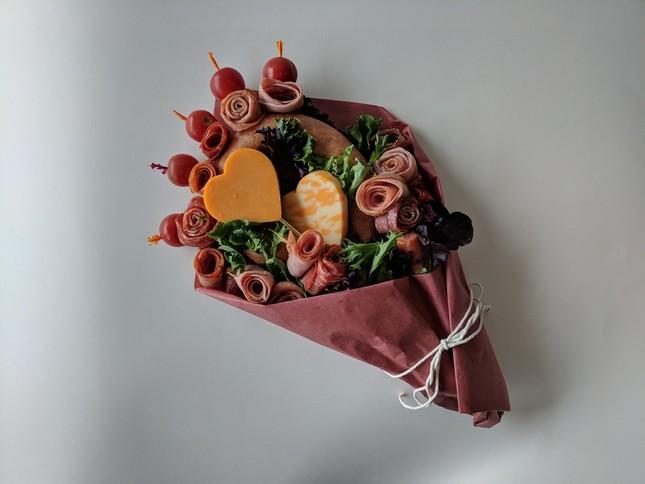 Sườn nướng và những bó hoa độc đáo làm từ đồ ăn cho dịp Valentine ảnh 6