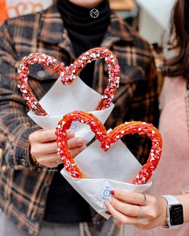 Cần gì nến và hoa khi những món bánh màu hồng sau đây đã là một món quà Valentine ảnh 3