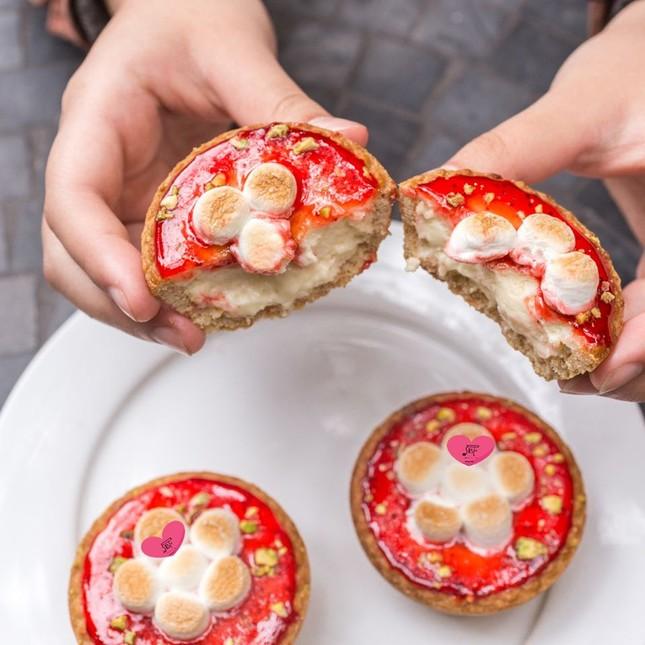 Cần gì nến và hoa khi những món bánh màu hồng sau đây đã là một món quà Valentine ảnh 5