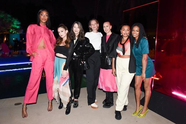 H&M chính thức ra mắt BST Xuân Hè 2020 với phong cách màu sắc siêu rực rỡ  ảnh 5
