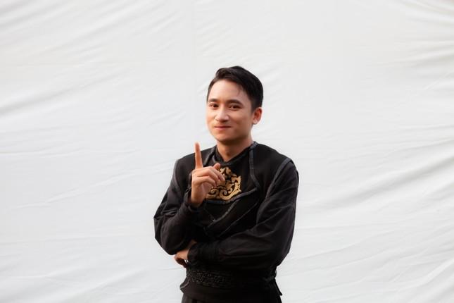 Phan Mạnh Quỳnh mở màn 2020 bằng MV mới kết hợp cùng YouTuber Hậu Hoàng ảnh 1