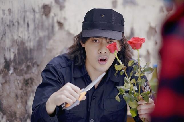 Võ Đăng Khoa bất ngờ khoe giọng hát trong MV ra mắt ngay dịp Valentine ảnh 3