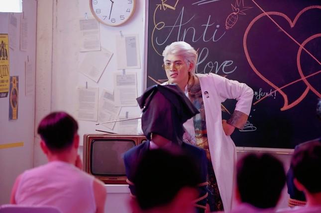 Võ Đăng Khoa bất ngờ khoe giọng hát trong MV ra mắt ngay dịp Valentine ảnh 2