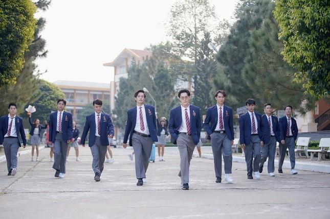Võ Đăng Khoa bất ngờ khoe giọng hát trong MV ra mắt ngay dịp Valentine ảnh 4