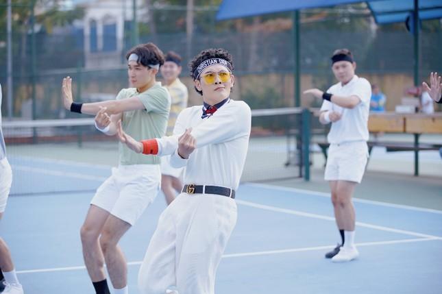Võ Đăng Khoa bất ngờ khoe giọng hát trong MV ra mắt ngay dịp Valentine ảnh 5