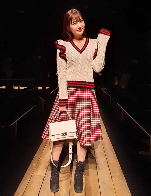 Tuy nhiên bên cạnh đó, một số ý kiến cho rằng style vintage có thể khiến người đẹp hơi nhạt nhòa, kém sang trọng ở một fashion show.